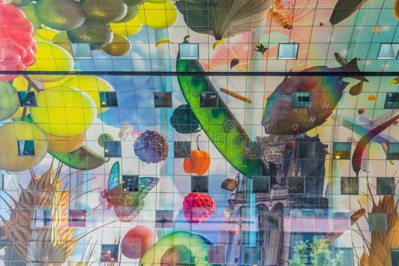 Färgrik marknad Hal i Rotterdam Holland royaltyfri bild