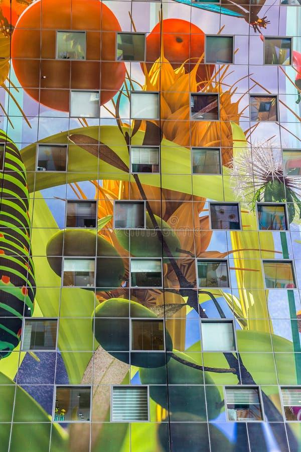 Färgrik marknad Hal i Rotterdam Holland arkivfoton