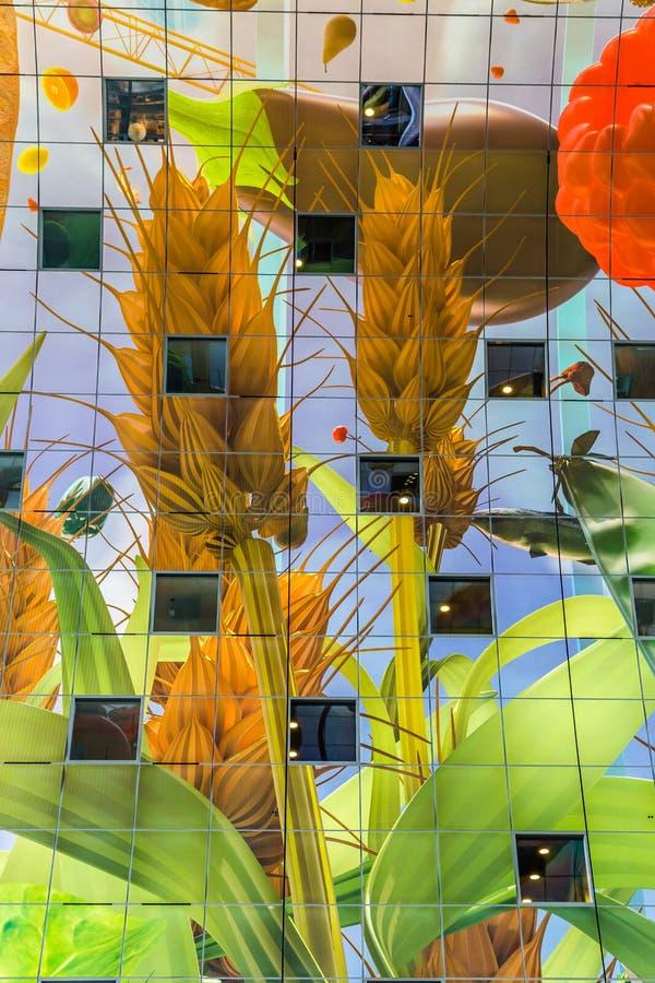 Färgrik marknad Hal i Rotterdam Holland arkivbilder
