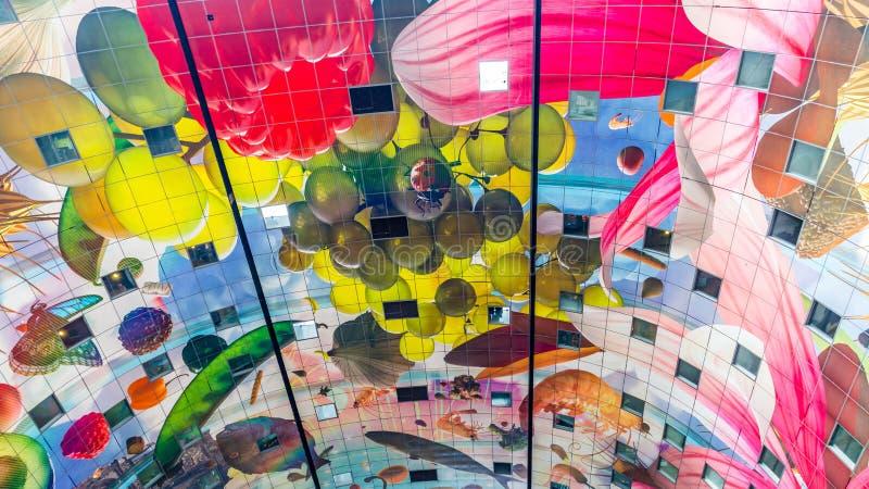 Färgrik marknad Hal i Rotterdam Holland arkivfoto