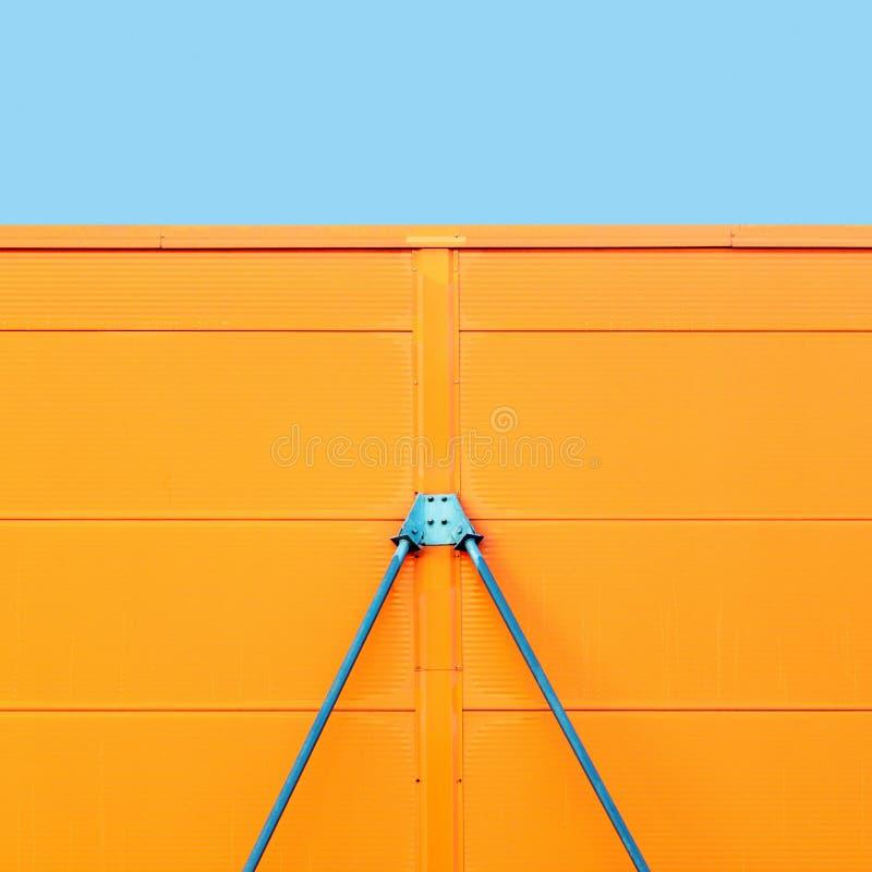 Färgrik metallkonstruktionsdetalj av industriell arkitektur royaltyfria foton