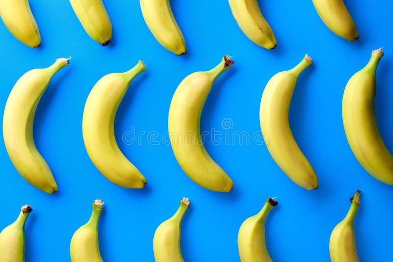 Färgrik modell av bananer arkivfoton