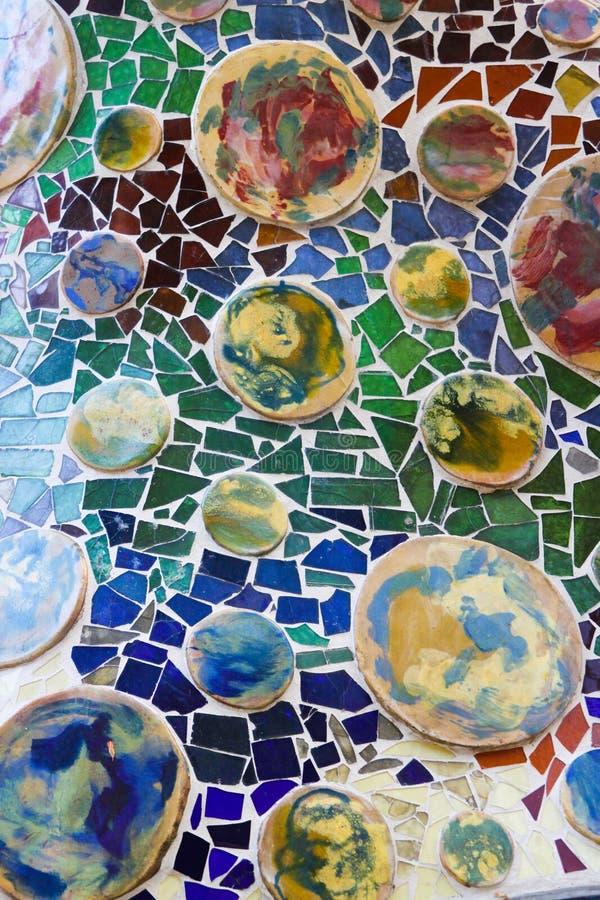 Färgrik mosaik i casaen Batllo, vid Antoni Gaudi arkivbild