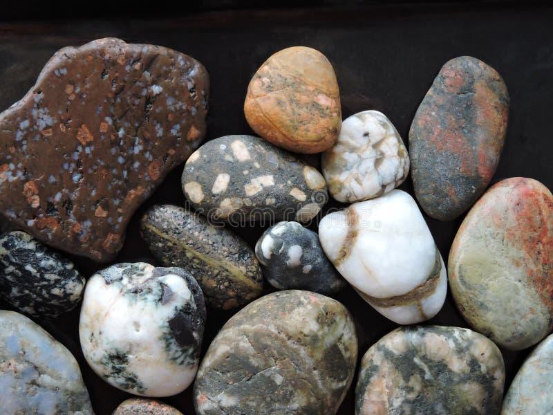 Färgrik naturlig stenmodell arkivbilder