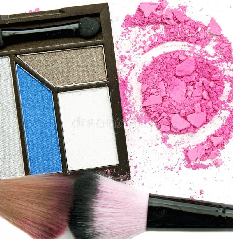 Färgrik palett för ögonskuggor med borsten fotografering för bildbyråer