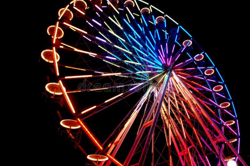 Färgrik pariserhjul på karnevalet royaltyfri bild