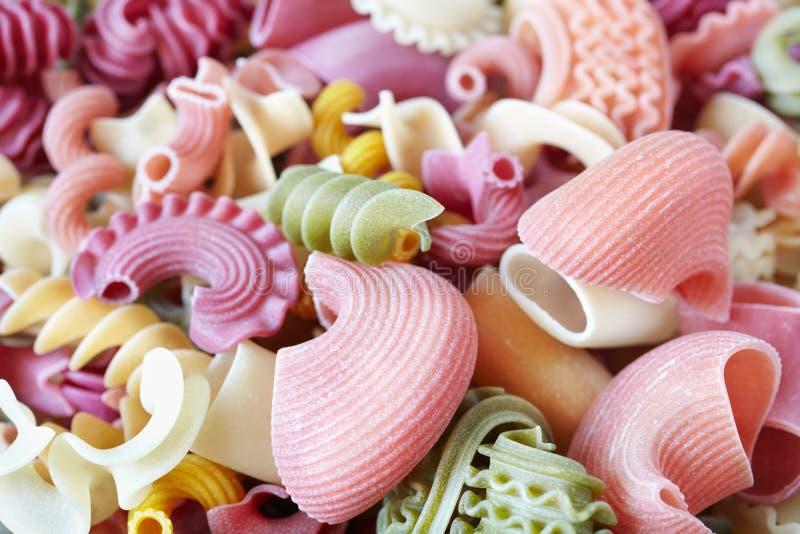 färgrik pasta arkivfoton