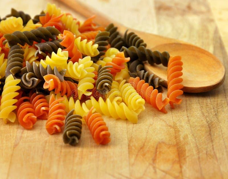 färgrik pasta royaltyfri fotografi