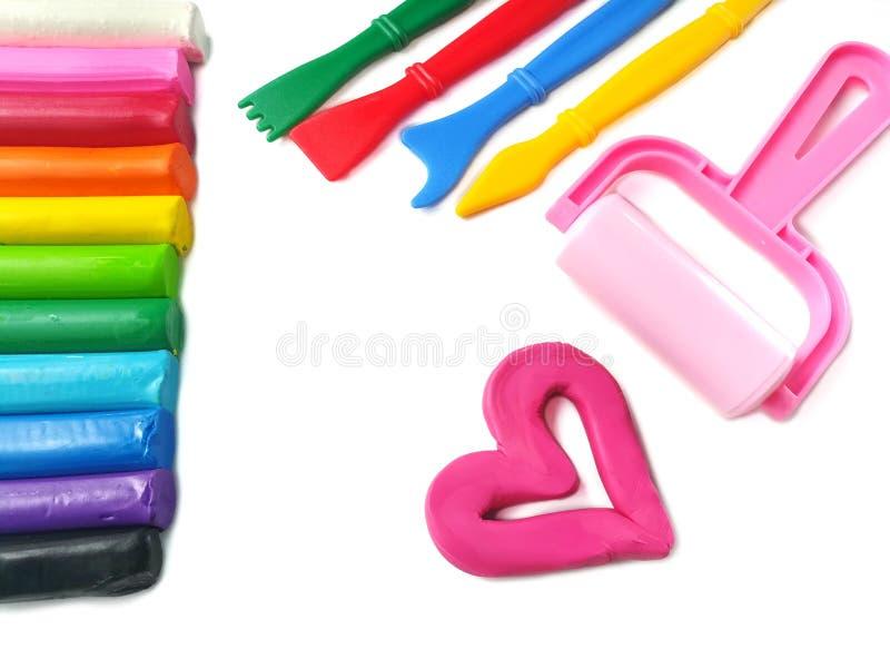 Färgrik pinneplasticinelera, hjärtadeg, variationsutrustning royaltyfria bilder