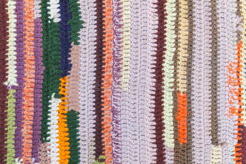 Färgrik randig abstrakt modell av stuckit tyg royaltyfria foton