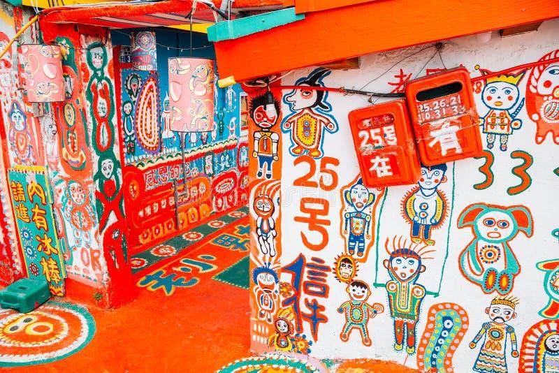 Färgrik regnbågeby i Taichung, Taiwan arkivfoton