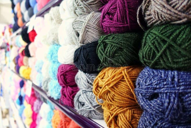 Färgrik Rolls för fibertygbomull textil royaltyfri foto