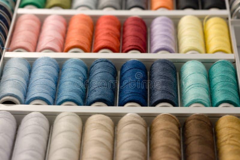 färgrik rulletråd fotografering för bildbyråer