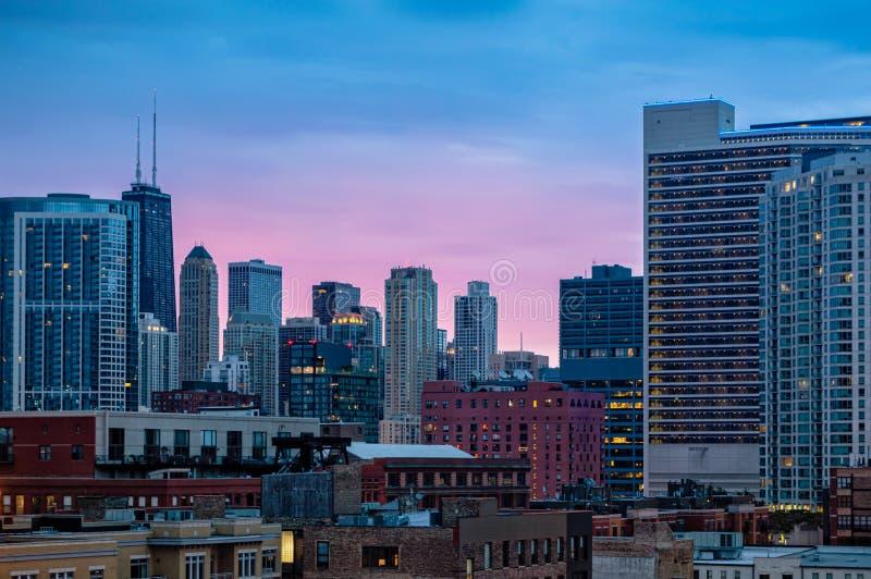 F?rgrik soluppg?ng i staden Cityscape av Chicago i ottan arkivbilder