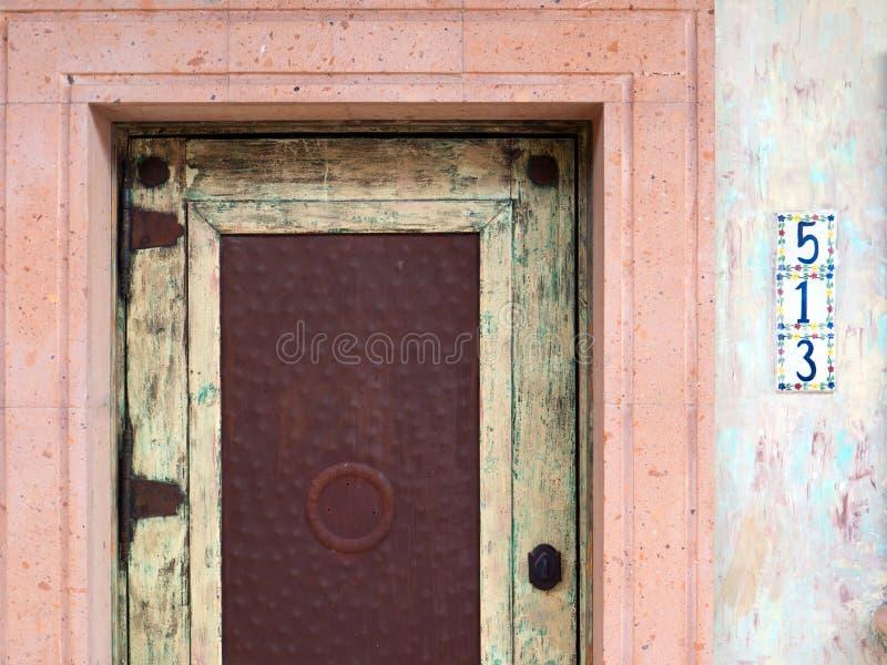 Färgrik Southwestern dörröppning arkivfoton
