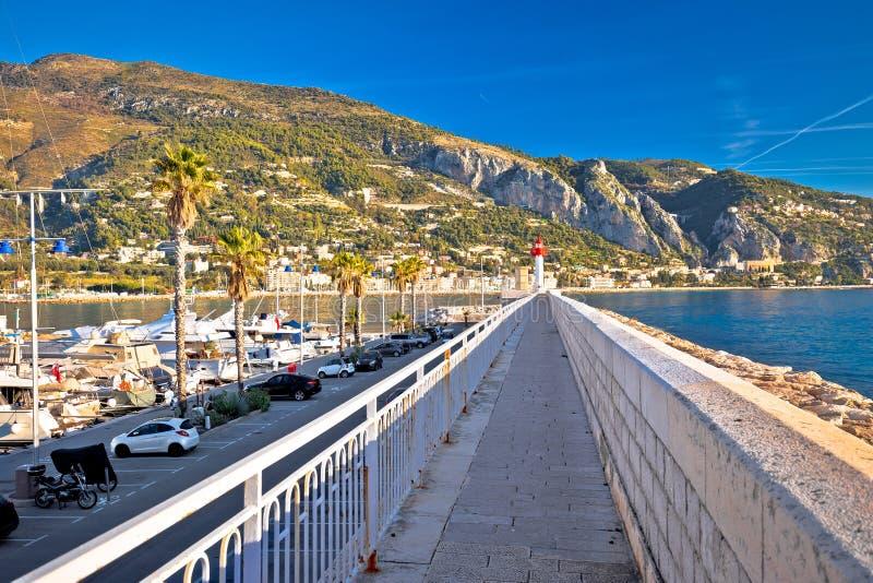 Färgrik stad för skjul D Azur av den Menton stranden och arkitektursikten, gräns od Frankrike och Italien arkivbild