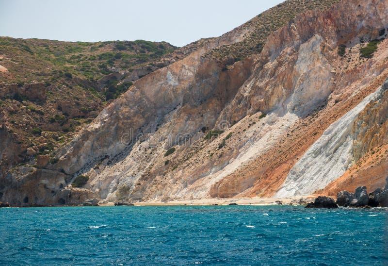 Färgrik strand på Milos royaltyfri foto