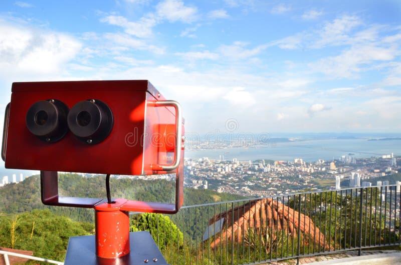 Färgrik teleskoptittare på Penang kullar arkivfoto