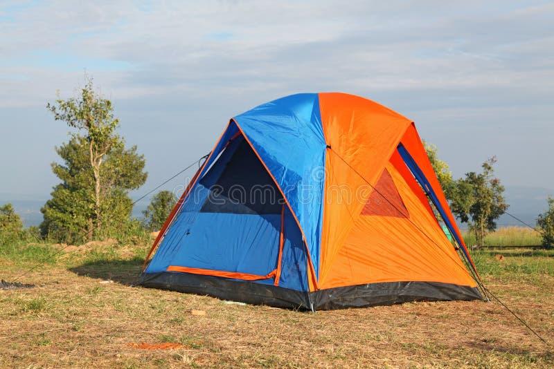 färgrik tent för campingplats arkivbilder
