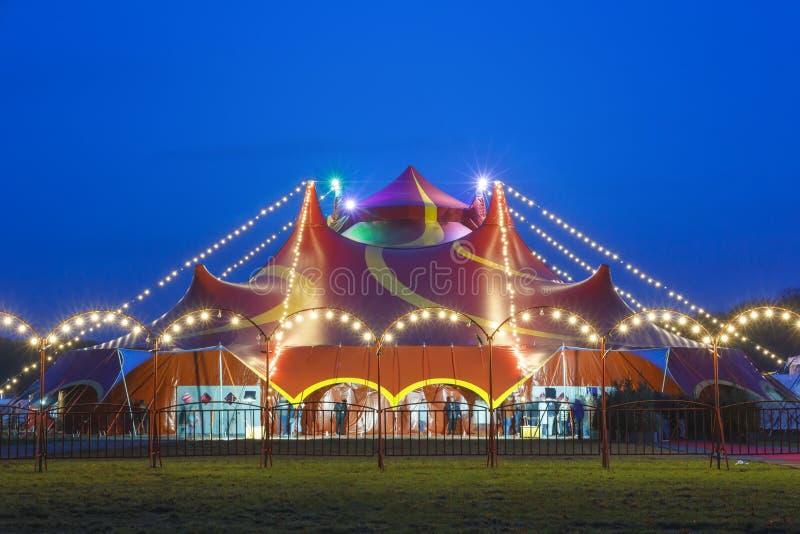 färgrik tent för cirkus arkivfoton