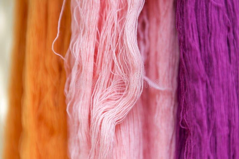 Färgrik trådbakgrund för Closeup arkivfoton
