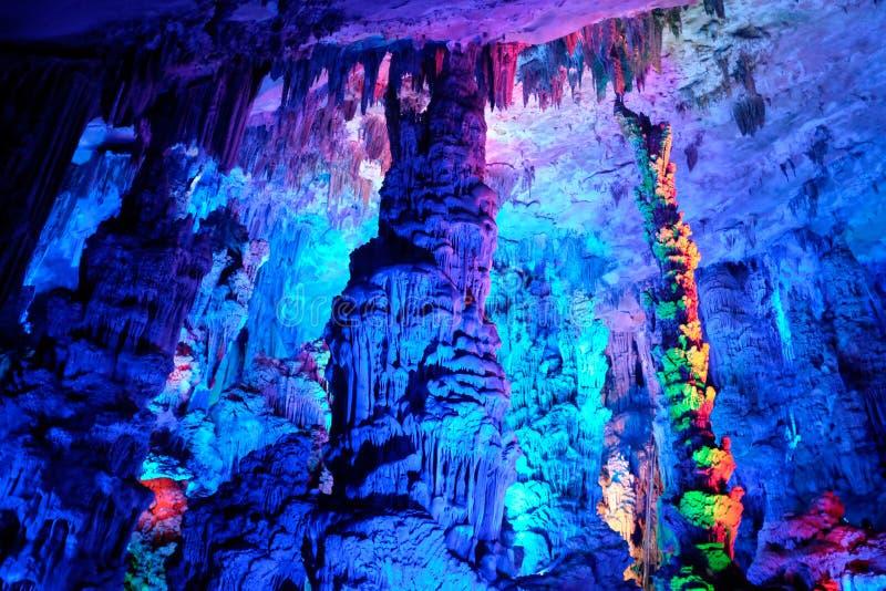 Färgrik upplyst grotta royaltyfri foto