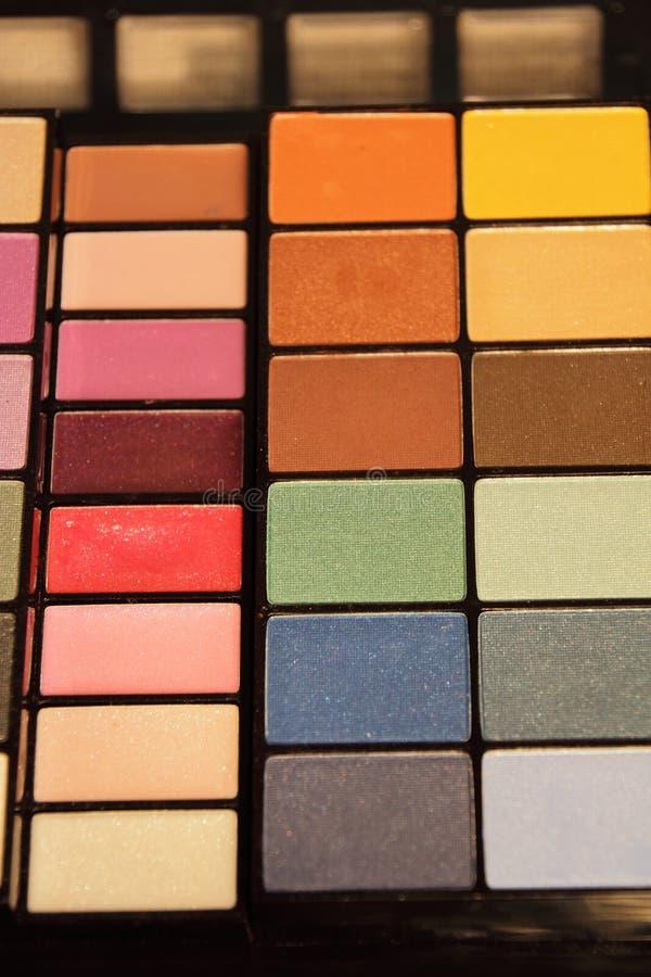 Färgrik uppsättning för skönhetsmedel för ögonskuggor royaltyfria foton