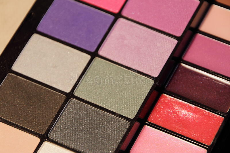 Färgrik uppsättning för skönhetsmedel för ögonskuggor arkivfoto