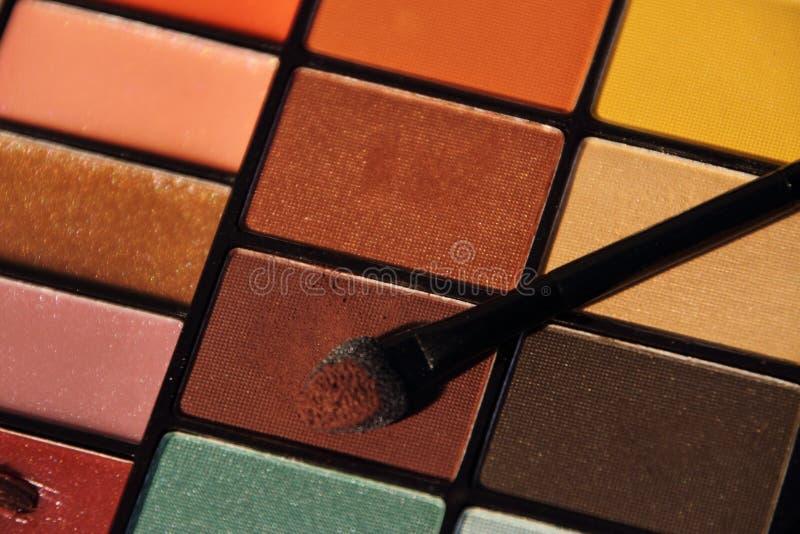 Färgrik uppsättning för skönhetsmedel för ögonskuggor royaltyfri bild