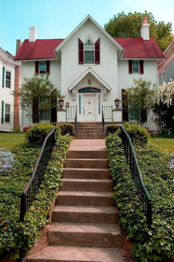 färgrik utgångspunkt för bungalow royaltyfria foton