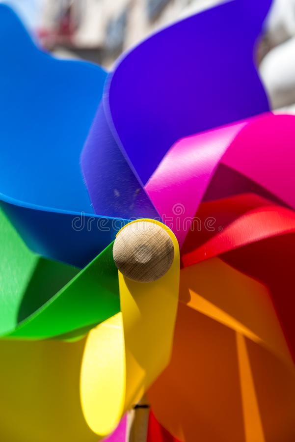 Färgrik vindflöjel arkivbild