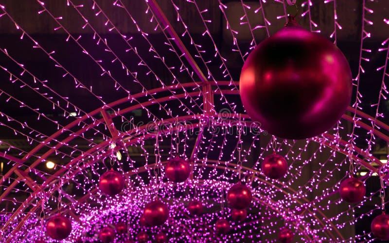 Färgrik Xmas-garnering av många LEDDE ljus arkivbilder