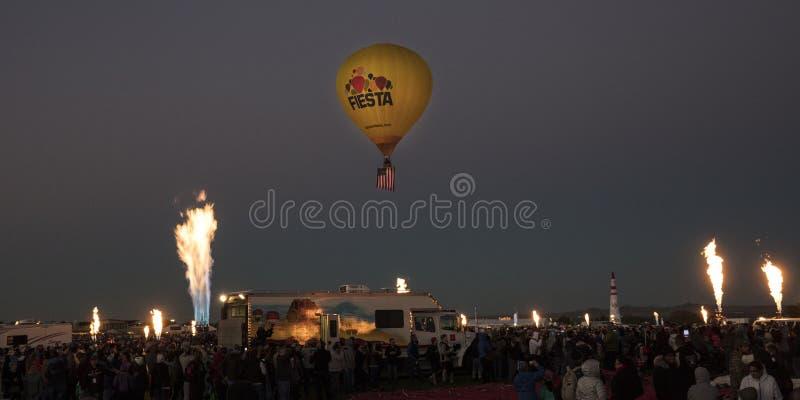 Färgrika ballonger för varm luft på morgonglödhändelsen på Albuquerqen fotografering för bildbyråer