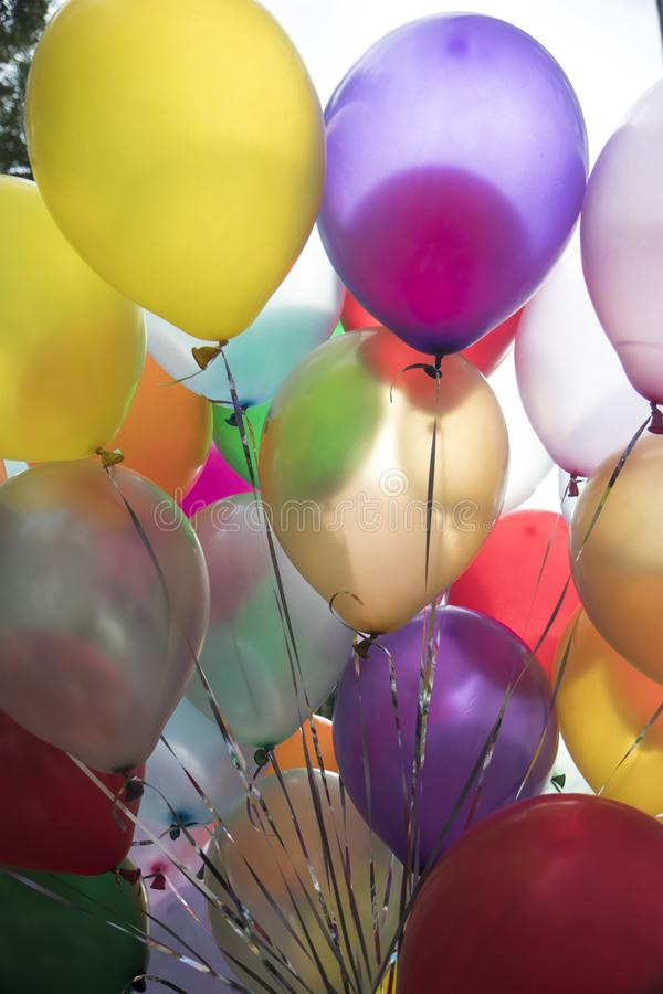 Färgrika ballons för garnering för födelsedag eller parti royaltyfria foton