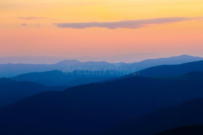 färgrika berg royaltyfri fotografi