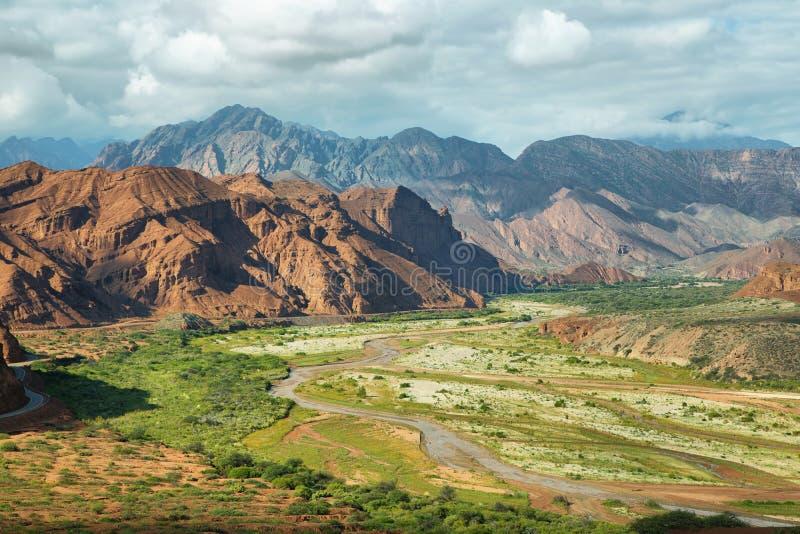 Färgrika berg av Quebrada de las Conchas, Argentina arkivfoto