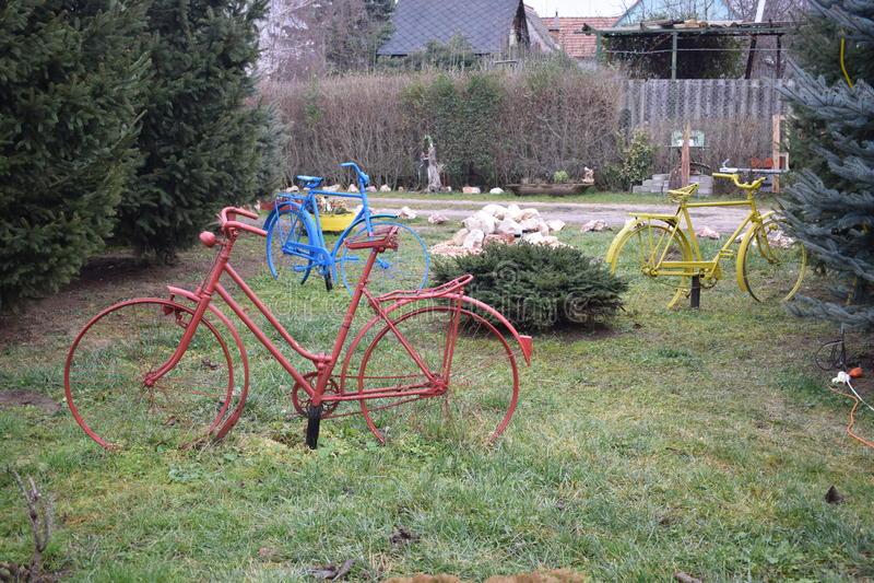 Färgrika bicykles royaltyfria foton