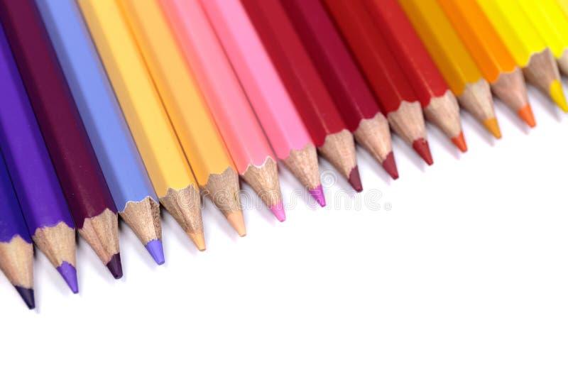 Färgrika blyertspennor stänger sig upp att vända mot ner från hörn för bästa vänstersida royaltyfria foton