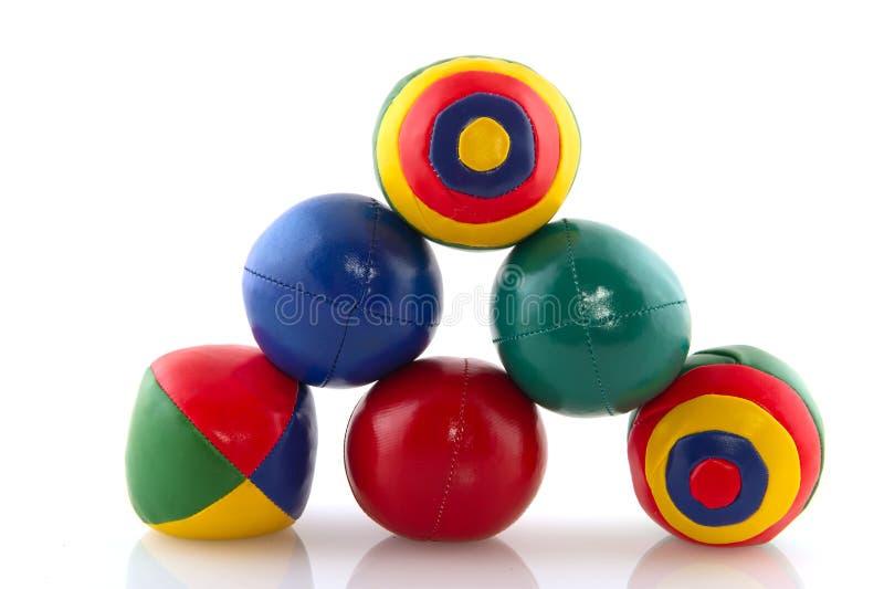färgrika bollar jonglerar royaltyfria foton