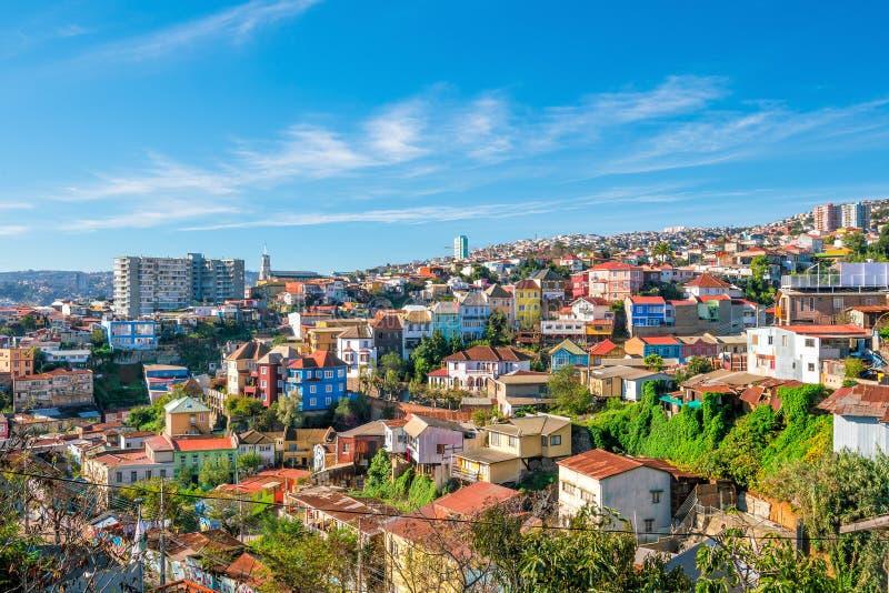 Färgrika byggnader av Valparaiso, Chile arkivbild