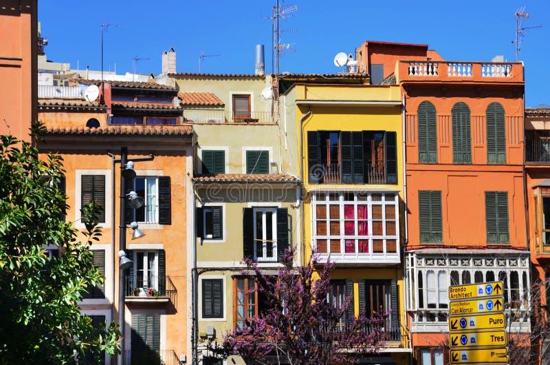 Färgrika byggnader, Palma de Mallorca royaltyfri fotografi