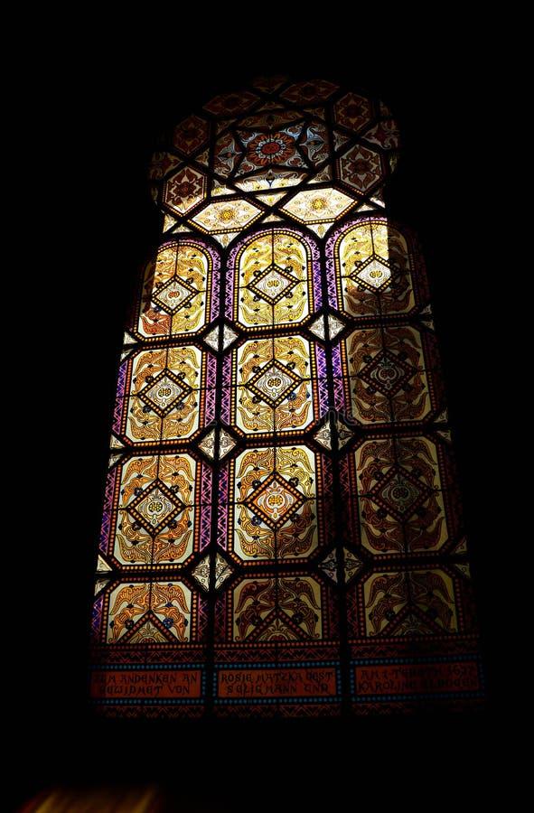 Färgrika ChurchÂs fönster royaltyfria foton