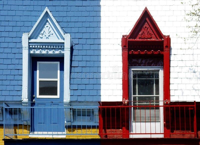 färgrika dörrar arkivbilder