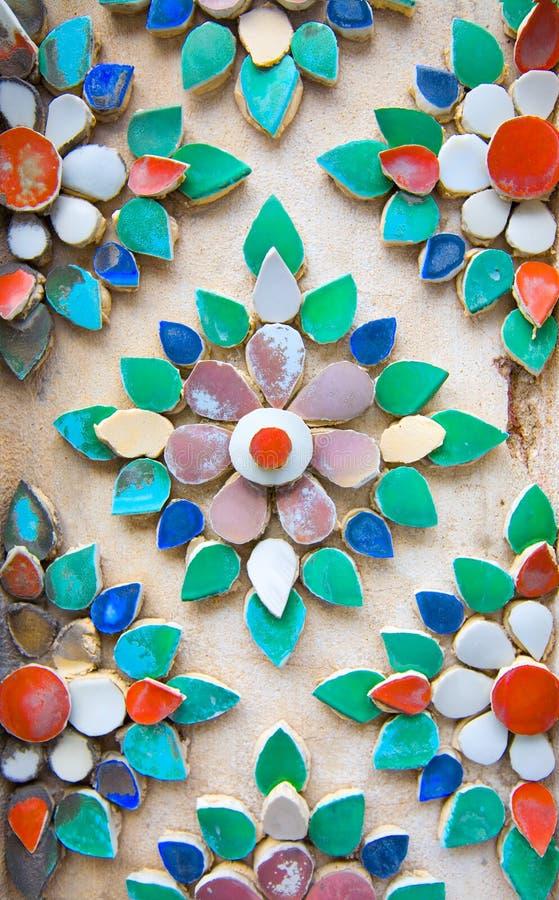 färgrika designer blommar handcut gjorda tegelplattor arkivbild