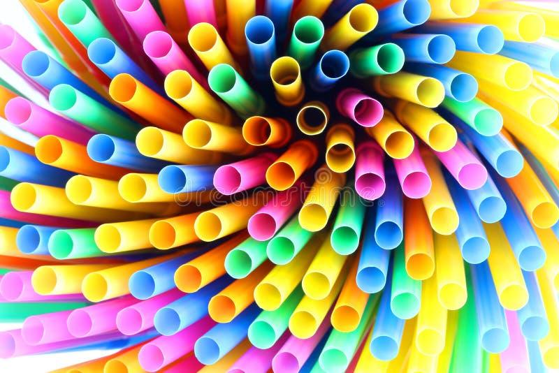 färgrika dricka plastic sugrör royaltyfri fotografi