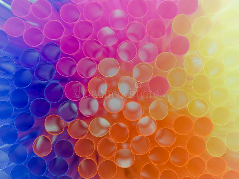 färgrika dricka sugrör för bakgrund royaltyfri foto