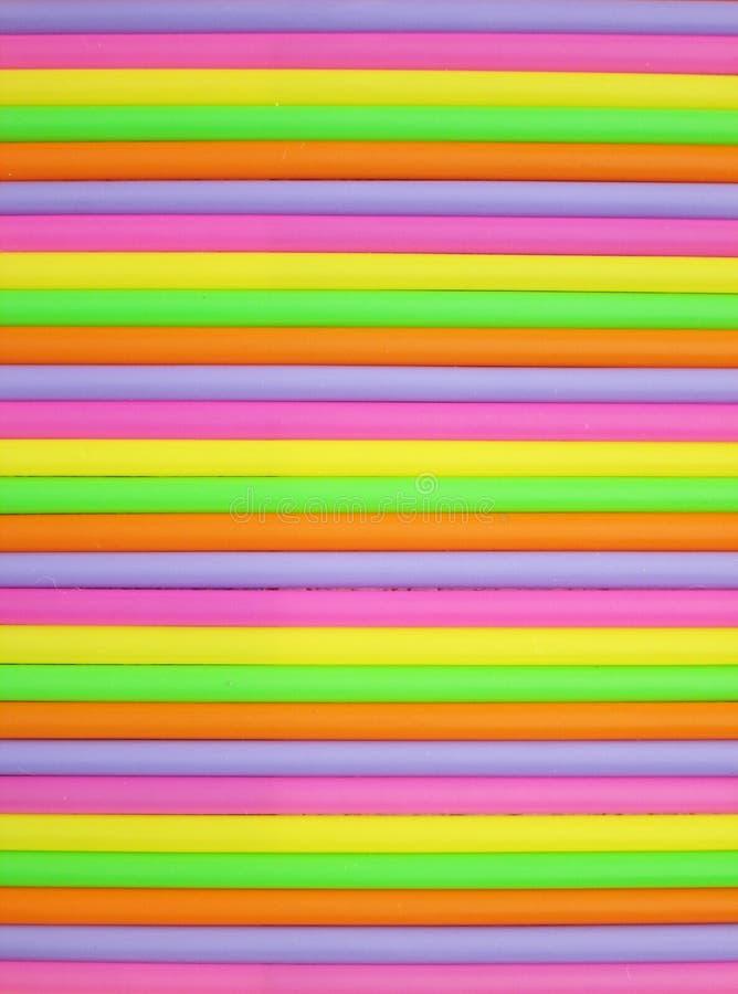 färgrika dricka sugrör för bakgrund arkivfoton