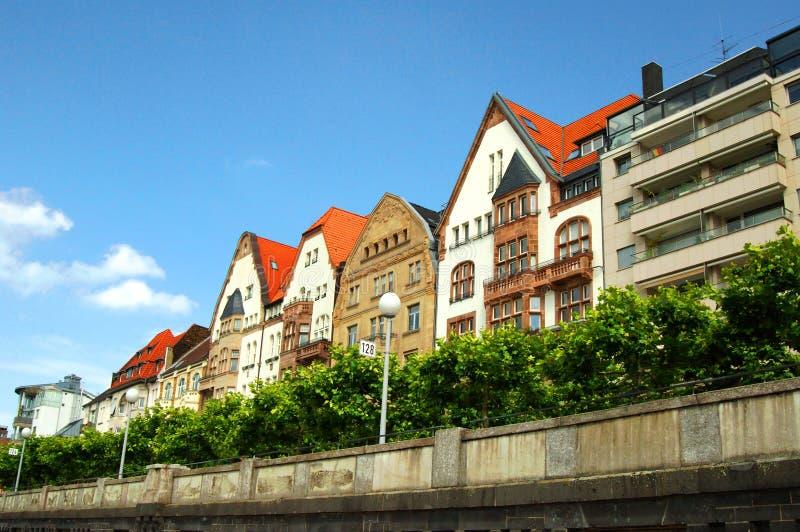 färgrika dusseldorf hus arkivfoto