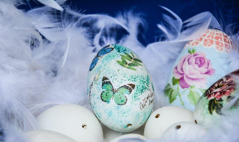 färgrika easter ägg arkivbild