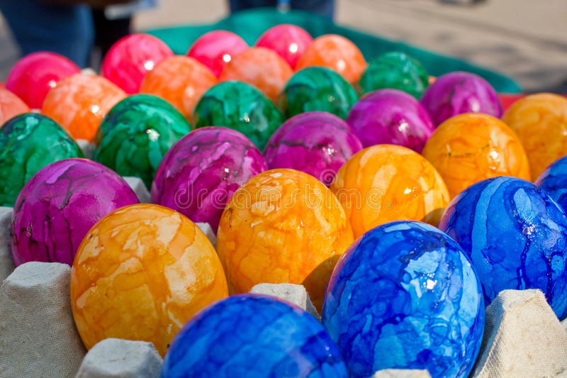 Färgrika easter ägg arkivbilder